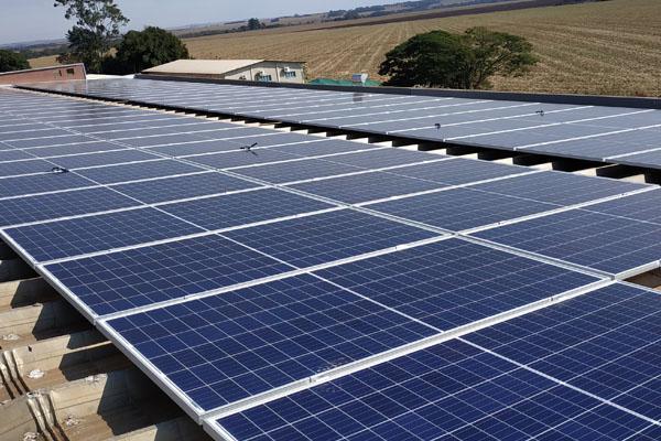 Usina solar fotovoltaica está em fase de testes