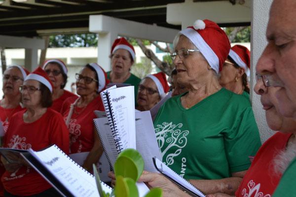 Coral da Terceira Idade integrou programação do UFGD em clima de Natal
