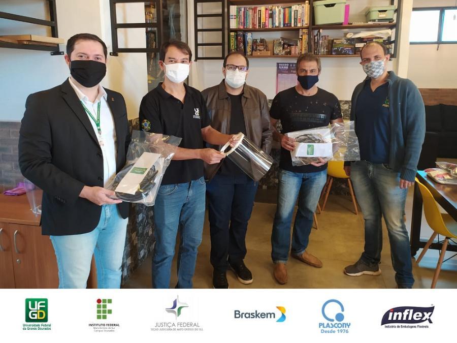 Parceria UFGD e IFMS entrega protetores faciais 02