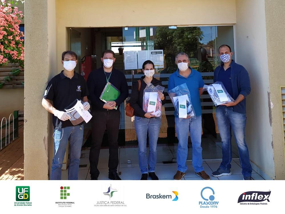 Parceria UFGD e IFMS entrega protetores faciais 04