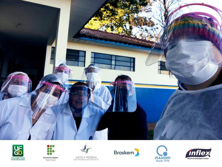 Parceria UFGD e IFMS entrega protetores faciais 05