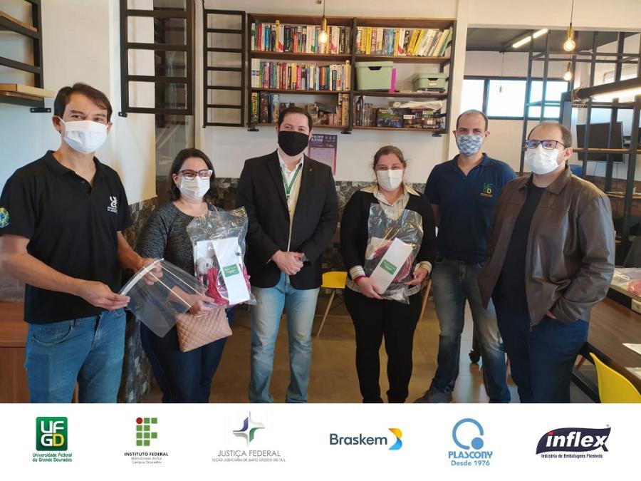 Parceria UFGD e IFMS entrega protetores faciais 13